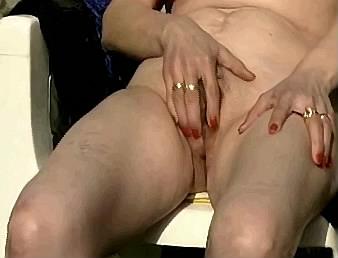 schoonmoeder zuigt en slikt