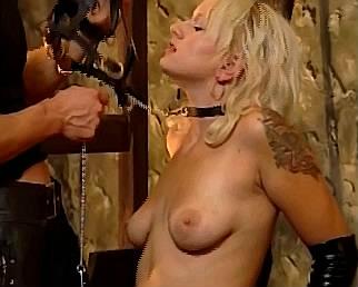 tepels martelen met tepelklemmen bij seksslavin