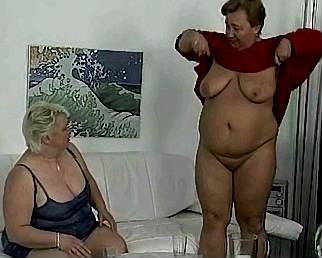 dikke rijpe vrouwen gaan elkaars vette kut klaar beffen