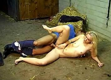 zus en broer sex in bed