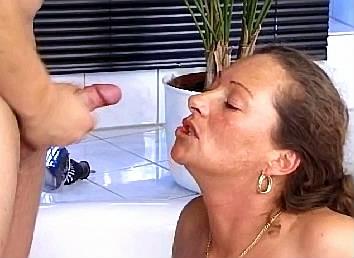 zoon neukt ze moeder