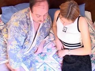 incest moeder slaat billen van dochter bond en blauw