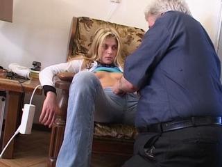 opa heeft sex met kleinzoon