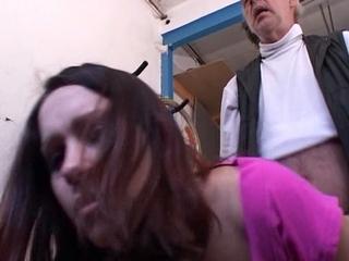 vader neukt dochter van 18