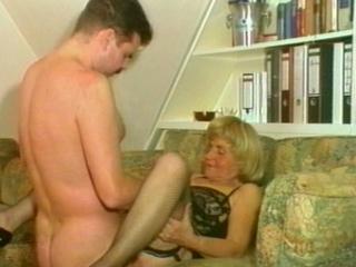 vriend en zoon neuken moeder