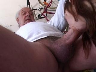 vader neukt dochter in de op bed