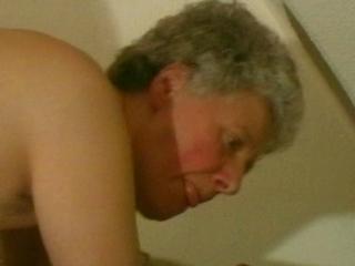 moeder neukt dochter met dildo