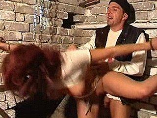 redhead bruut verkracht in kelder van serie raper