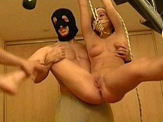 gemaskerde kerels verkrachten huisvrouw met strop om nek